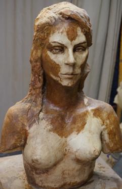 buste-de-jeune-femme-patine-deux-couleurs
