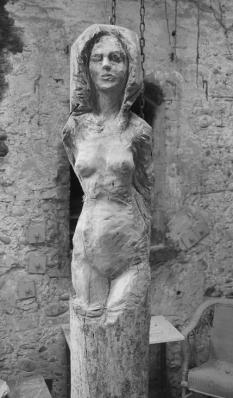 femme-debout-yeux-fermes-sculpture-en-bois-lartigue-3