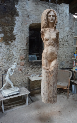 femme-debout-yeux-fermes-sculpture-en-bois-lartigue-5