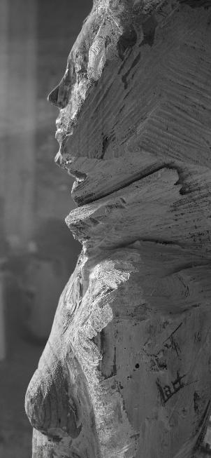 sculpture-en-bois-femme-blessee