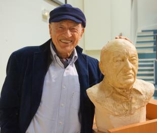 Avec Edgar Morin- buste réalisé par Lartigue 2
