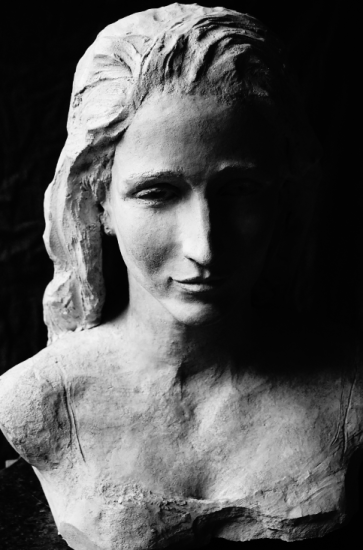 Marianne - buste terre cuite sur marbre 2