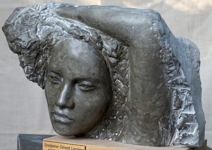 sculpture visage pierre tavel - Lartigue.png