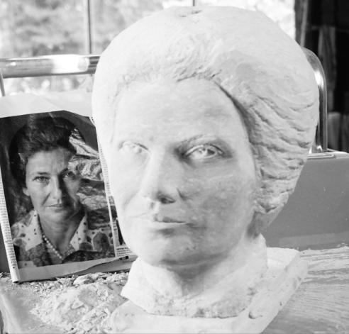 buste en pierre Simone Veil - Gérard Lartigue 8
